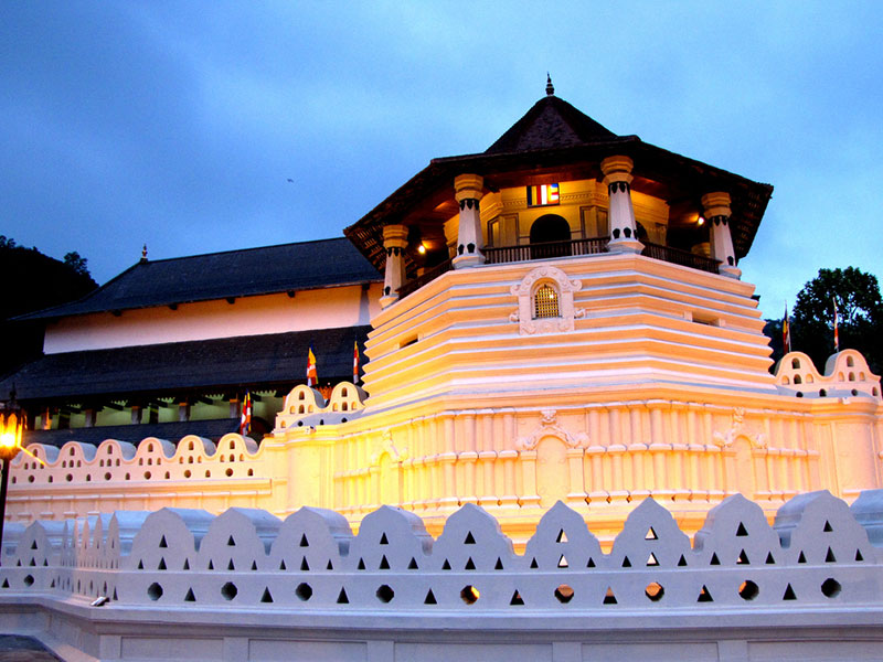 Kandy Temple of the tooth and City tour